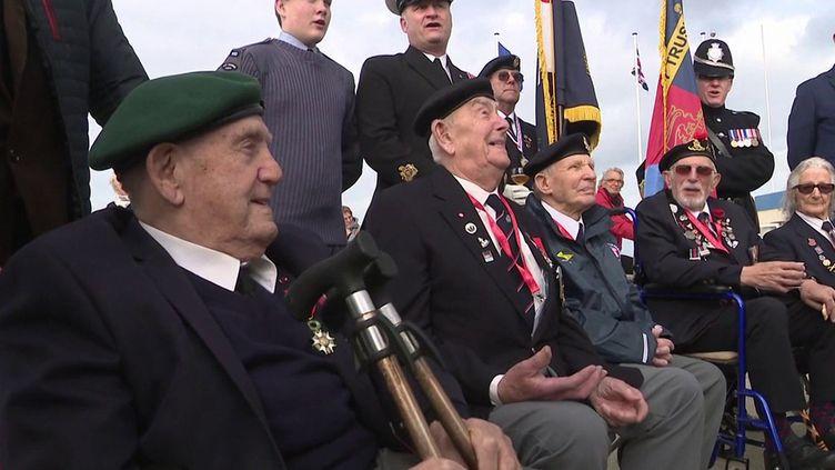 Normandie : dernier survivant du commando Kieffer, Léon Gautier retrouve des vétérans britanniques sur les plages du débarquement (FRANCE 3)