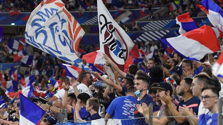 Les supporters français au Groupama Stadium lors de la rencontre entre la France et la Finlande, le 7 septembre 2021. (MOURAD ALLILI/SIPA)
