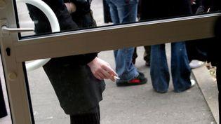 (Depuis l'état d'urgence, des lycéens sont autorisés à fumer dans leur établissement (illustration) © MaxPPP)