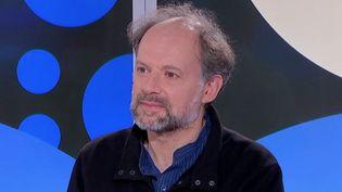 """Livres : Denis Podalydès raconte le théâtre dans """"Les nuits d'amour sont transparentes"""" (FRANCEINFO)"""