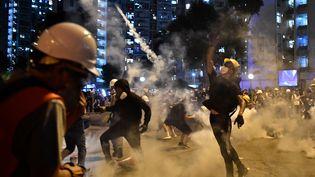 Des manifestants durant la grève générale à Hong Kong (Chine), le 5 août 2019. (ANTHONY WALLACE / AFP)
