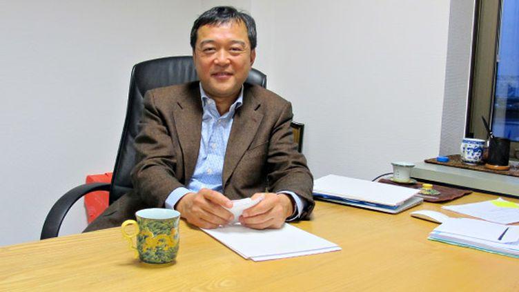 Le vice-président Europe et Amérique du Nord de l'entreprise chinoise ZTE, Lin Cheng, le 7 janvier 2013 à Boulogne-Billancourt (Hauts-de-Seine). (THOMAS BAIETTO / FRANCETV INFO)