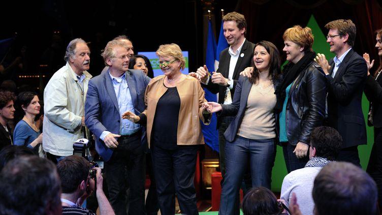 Les ténors d'EE-LV Noël Mamère (à g.), Daniel Cohn-Bendit, Yannick Jadot, Eva Joly, Cécile Duflot, Dominique Voynet et Pascal Canfin,réunis à Paris le 18 avril 2012. (BERTRAND GUAY / AFP)