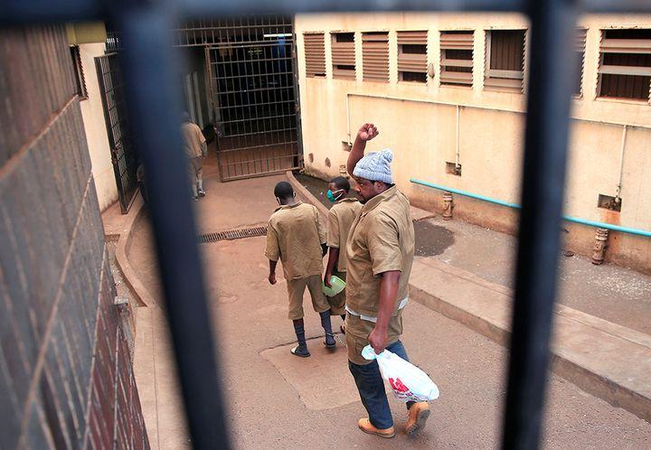 Hopewell Chin'ono arrive au tribunal dHarare, le 7 août 2020.    (PHILIMON BULAWAYO REUTERS)