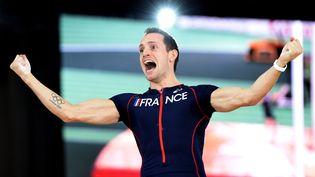 Renaud Lavillenie après sa victoire aux championnats du monde en salle, à Portland (Etats-Unis), le 17 mars 2016. (PHILIPPE MILLEREAU / AFP)