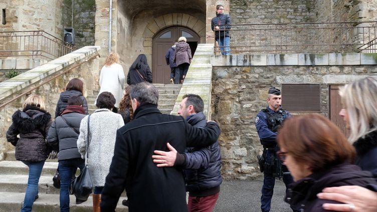 Une messe en hommage aux victimes des attaques dans l'Aude, dans l'église Saint-Étienne à Trèbes, dimanche 25 mars. (ERIC CABANIS / AFP)