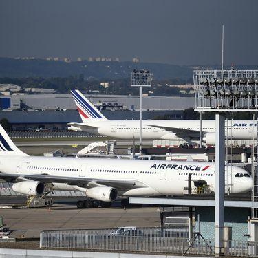 Des avions de la compagnie Air France sur le tarmac de l'aéroport d'Orly, au sud de Paris, le 18 septembre 2014. (ERIC FEFERBERG / AFP)