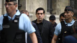 Esteban Morillo, l'un des trois accusés dans le procès aux assises sur la mort de Clément Méric, arrive au palais de Justice de Paris, le 4 septembre 2018. (ERIC FEFERBERG / AFP)