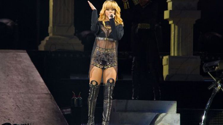 Rihanna au Stade de France en concert le 7 juin 2013  ( : LIONEL URMAN/SIPA)
