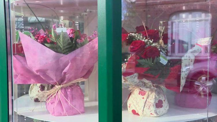 Dans l'Eure, une fleuriste a installé un kiosque afin de permettre à ses clients d'acheter24h/24et7j/7des bouquets de fleurs. (France 3)