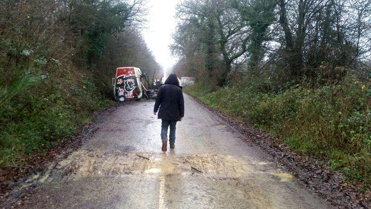 Camille sur la route des chicanes. (BENJAMIN ILLY / RADIO FRANCE)