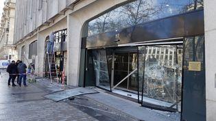Dégradations sur les Champs-Elysées en marge du 18e samedi de mobilisation des gilets jaunes. (SUZANNE SHOJAEI / FRANCE-BLEU PARIS)