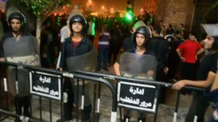 Une explosion s'est produite devant un commissariat de Mansoura (Egypte), au nord du Caire, mecredi 24 juillet 2013. (APTN)
