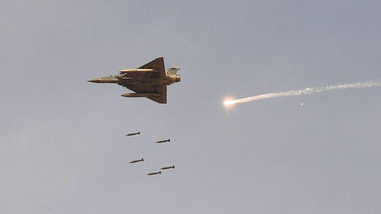 Un Mirage 2000 de l'armée indienne lors d'un exercice militaire, le 16 février 2019. (PRAKASH SINGH / AFP)