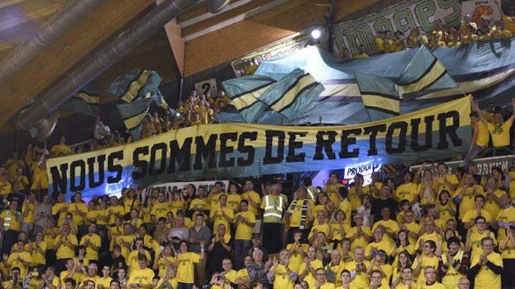 Les Ultras Green saluent le retour du CSP Limoges en Euroleague (PASCAL LACHENAUD / AFP)
