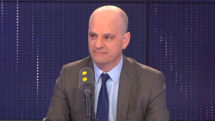 Jean-Michel Blanquer, ministre de l'Éducation nationale et de la Jeunesse, rappelle que l'école doit jouer un rôle dans la lutte contre l'antisémitisme. (FRANCEINFO / RADIOFRANCE)
