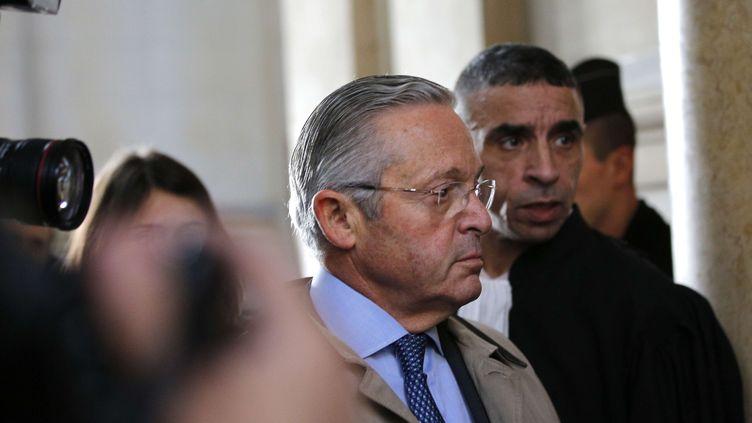 Guy Wildenstein, le 4 janvier 2016, à Paris, pour l'ouverture de son procès pour fraude fiscale. (CHRISTOPHE ENA/AP/SIPA / AP)