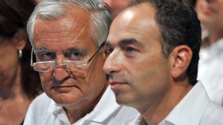 L'ancien Premier ministre, Jean-Pierre Raffarin, et le patron de l'UMP, Jean-François Copé, le 3 septembre 2011 à Marseille. (GERARD JULIEN / AFP PHOTO)