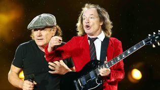 Brian Johnson et Angus Young, d'AC/DC, sur scène à Munich, à l'Olympiastadion, le 19 mai 2015