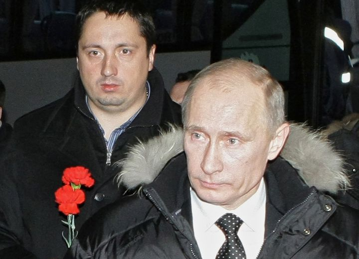 Le patron de la fédération des supporters russes, Alexandre Shprygin, en compagnie du président russe Vladimir Poutine en 2010. (ALEKSEY NIKOLSKY / SPUTNIK)