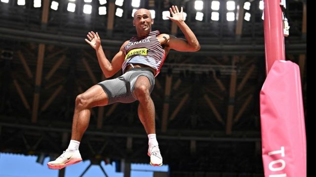 Après 8 épreuves, Damian Warner se rapproche de plus en plus du titre olympique. Le Canadien compte désormais 221 points d'avance sur le deuxième notamment après avoir battu le record olympique sur le 110 m haies.