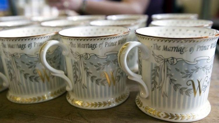 Les tasses souvenirs officielles sont fabriquées à Stoke-on-Trent, dans le Staffordshire (AFP - PAUL GROVER)