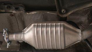 Trafic : le pot catalytique, de l'or sous nos voitures (FRANCE 2)
