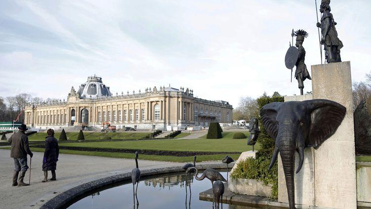 Sculpture de l'artiste belge Tom Frantzen montrant le roi Léopold II entouré d'animaux et des guerriers africains. La statue est située devant l'African Museum à Bruxelles. Photo prise le 22 janvier 2014. (FRANCOIS LENOIR / X01164)
