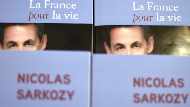 La couverture du prochain livre de Nicolas Sarkozy, qui sort le lundi 25 janvier. (DOMINIQUE FAGET / AFP)