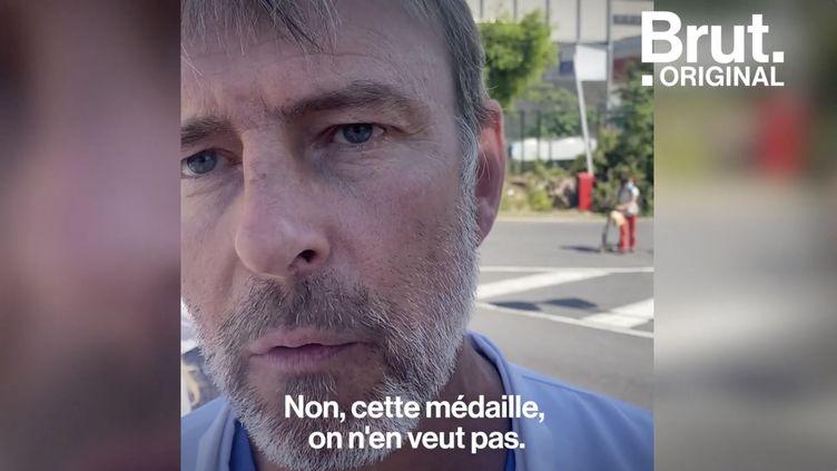 """VIDEO. """"On n'est pas payés à hauteur du travail que l'on fait"""" : La colère d'Éric Tricot, infirmier-anesthésiste (BRUT)"""