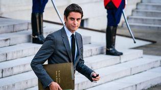Le porte-parole du gouvernement Gabriel Attal, à Paris le 13 octobre 2021. (XOSE BOUZAS / HANS LUCAS / AFP)