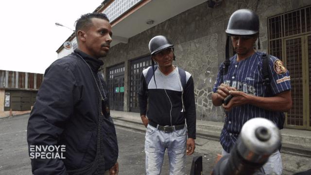 """Envoyé spécial. Venezuela : """"Envoyé spécial"""" a suivi un """"colectivo"""", une milice populaire pro-gouvernementale"""