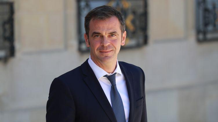 Le ministre de la Santé, Olivier Véran, le 24 juin 2020 à l'Elysée. (LUDOVIC MARIN / AFP)