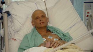 Alexandre Litvinenko, lors de son hospitalisation dans une unité de soins intensifs, le 20 novembre 2006 à Londres (Royaume-Uni). (NATASJA WEITSZ / GETTY IMAGES)
