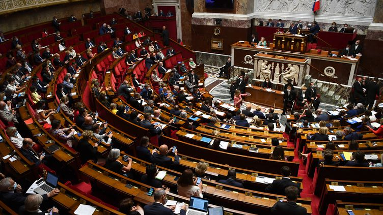 Une séance de questions au gouvernement à l'Assemblée nationale, le 8 juillet 2020 à Paris. (CHRISTOPHE ARCHAMBAULT / AFP)