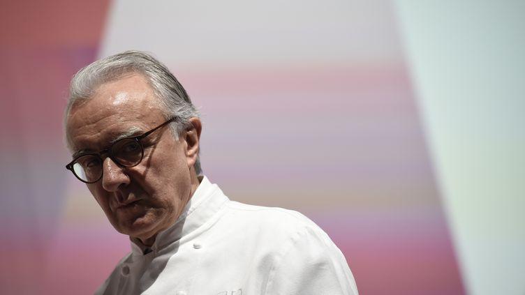 Le chef cuisinier Alain Ducasse, en 2016. (LIONEL BONAVENTURE / AFP)