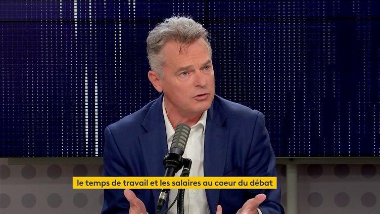 Fabien Roussel, secrétaire national du PCF et candidat à la présidentielle, le 18 octobre 2021 sur franceinfo. (FRANCEINFO / RADIO FRANCE)