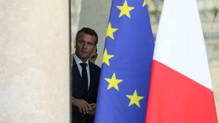 Emmanuel Macron quitte le palais de l'Elysée le 27 juin 2018. (LUDOVIC MARIN / AFP)