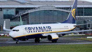 Certains pilotes de la compagnie aérienne Ryanair dénoncent les conditions de travail de l'entreprise. (PAUL FAITH / AFP)