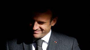 Emmanuel Macron arrive pour une cérémonie de commémoration du 30e anniversaire de l'opération Daguet aux Invalides à Paris, le 19 octobre 2021. (CHRISTIAN HARTMANN / POOL)