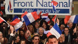 Les militants FN se félicitent des résultats obtenus par leur parti lors du premier tour des élections départementales, le 22 mars 2015, à La Valette-du-Var (Var). (BORIS HORVAT / AFP)