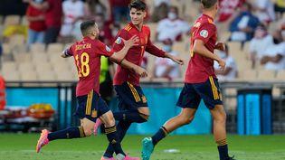 Jordi Alba célèbre le but d'AlvaroMorata lors d'Espagne-Pologne, le 19 juin (THANASSIS STAVRAKIS / POOL)