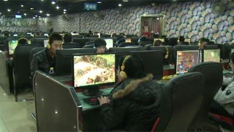 De mi-février à fin mars 2012, la police chinoise a arrêté 1.065 suspects et effacé plus de 208.000 messages jugés «nuisibles» par les autorités au cours de la campagne anti-internet menée en Chine. (FTV)