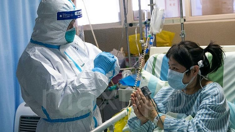 Dans le service de l'unité de soins intensifs de l'hôpital Zhongnande Wuhan (Chine), le 24 janvier 2020. (MAXPPP/XIONG QI)