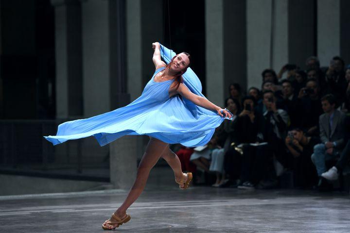 Défilé Issey Miyake prntemps-été 2020, à la Paris Fashion Week, le 27 septembre 2020 (CHRISTOPHE ARCHAMBAULT / AFP)