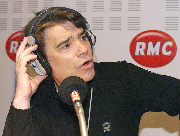 Bernard Tapie anime son émission hebdomadaire sur RMC, le 13 décembre 1999 à Marseille (Bouches-du-Rhône). (GERARD JULIEN / AFP)