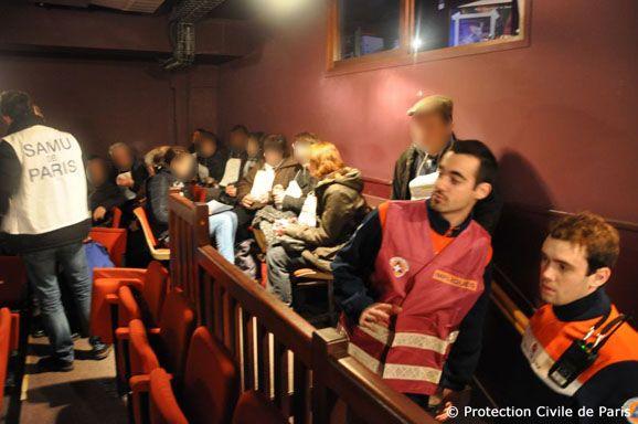 Une quarantaine de personnes ont trouvé refuge dans la petite salle de 190 places, le 7 janvier 2015. (PROTECTION CIVILE DE PARIS)