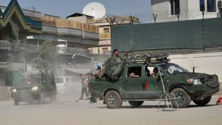 Des forces spéciales afghanes arrivent sur les lieux d'une attaque des talibans à Kaboul le 15 avril 2012 (AFP - Bay ISMOYO)