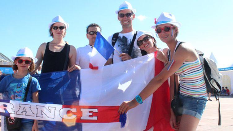 Sacha, Maeva, Jonathan, Stéphane, Bénédicte, et Aline font partie de ces nombreux supporteurs français présents à Barcelone pour les Mondiaux