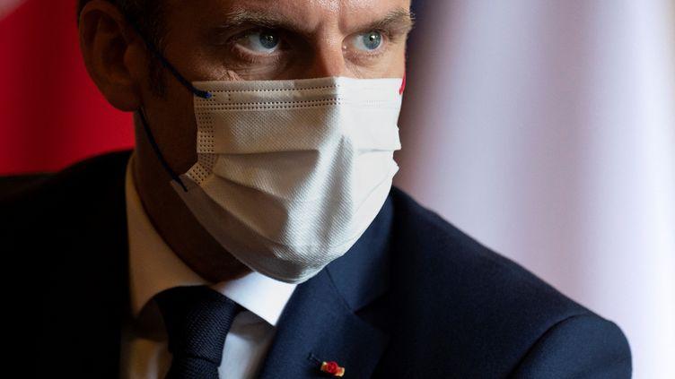 Le président de la République Emmanuel Macron à Tokyo le 24 juillet 2021, la veille de la cérémonie d'ouverture des Jeux olympiques. Photo d'illustration. (CHARLY TRIBALLEAU / AFP)
